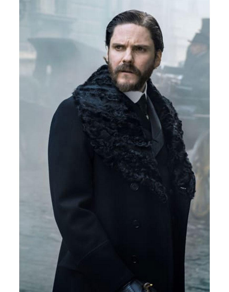 dr. laszlo kreizler coat