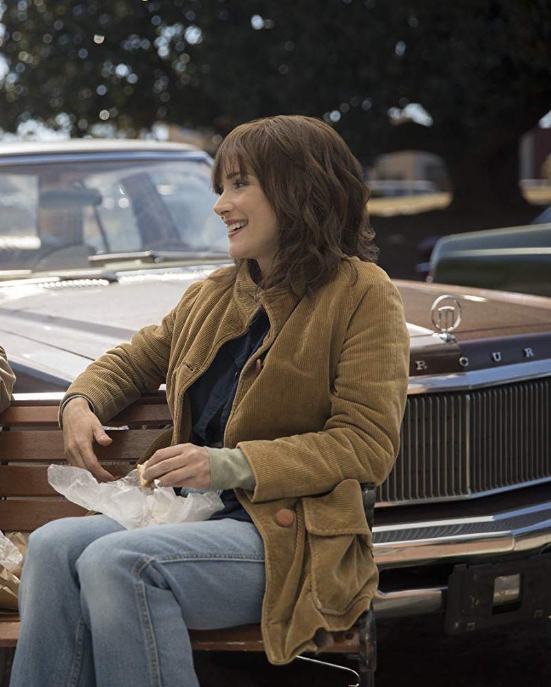 stranger things 3 Winona Ryder Joyce Byers coat
