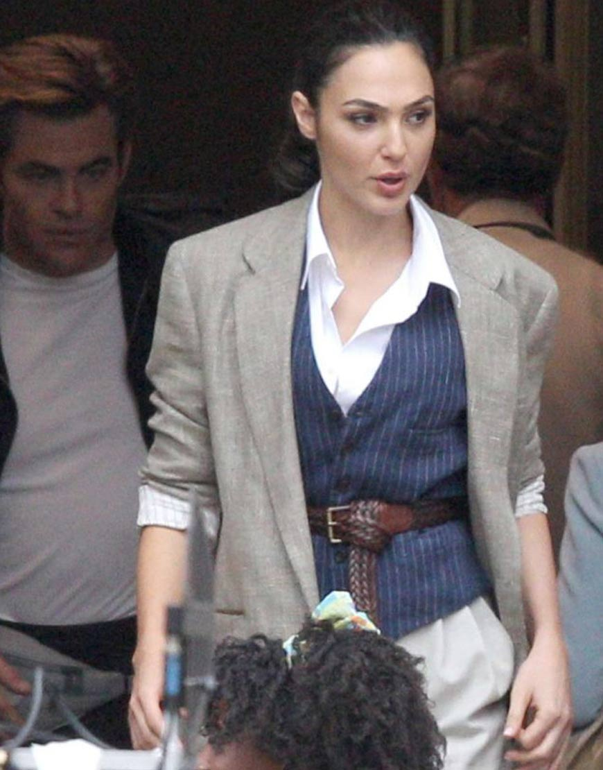 Gal-Gadot_-Filiming-a-scene-for-Wonder-Woman-1984
