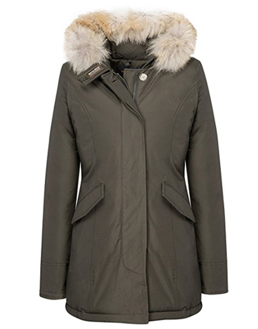 Woolrich-parka-Kunis-in-A-Bad-Moms-Christmas