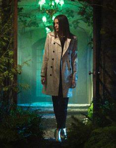 locke-&-key-Laysla-De-Oliveira-coat