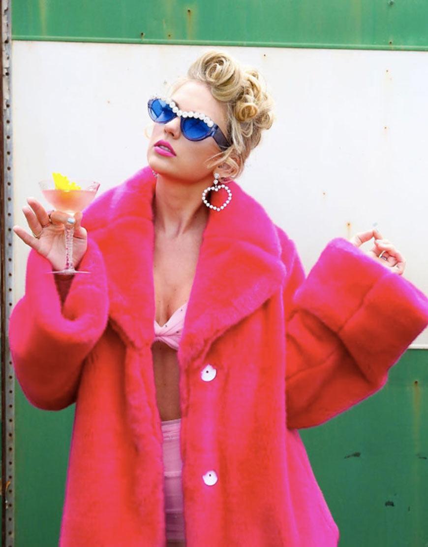taylor-swift-burosingapore-pink-coat