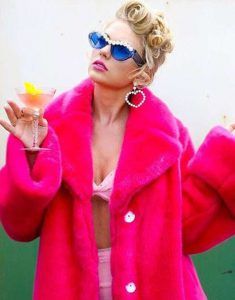 taylor-swift-pink-fur-coat