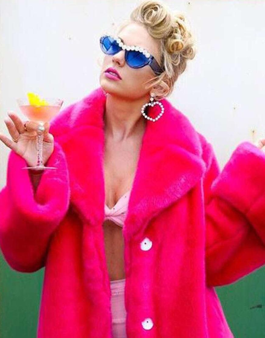 taylor-swift-pink-fur-coat