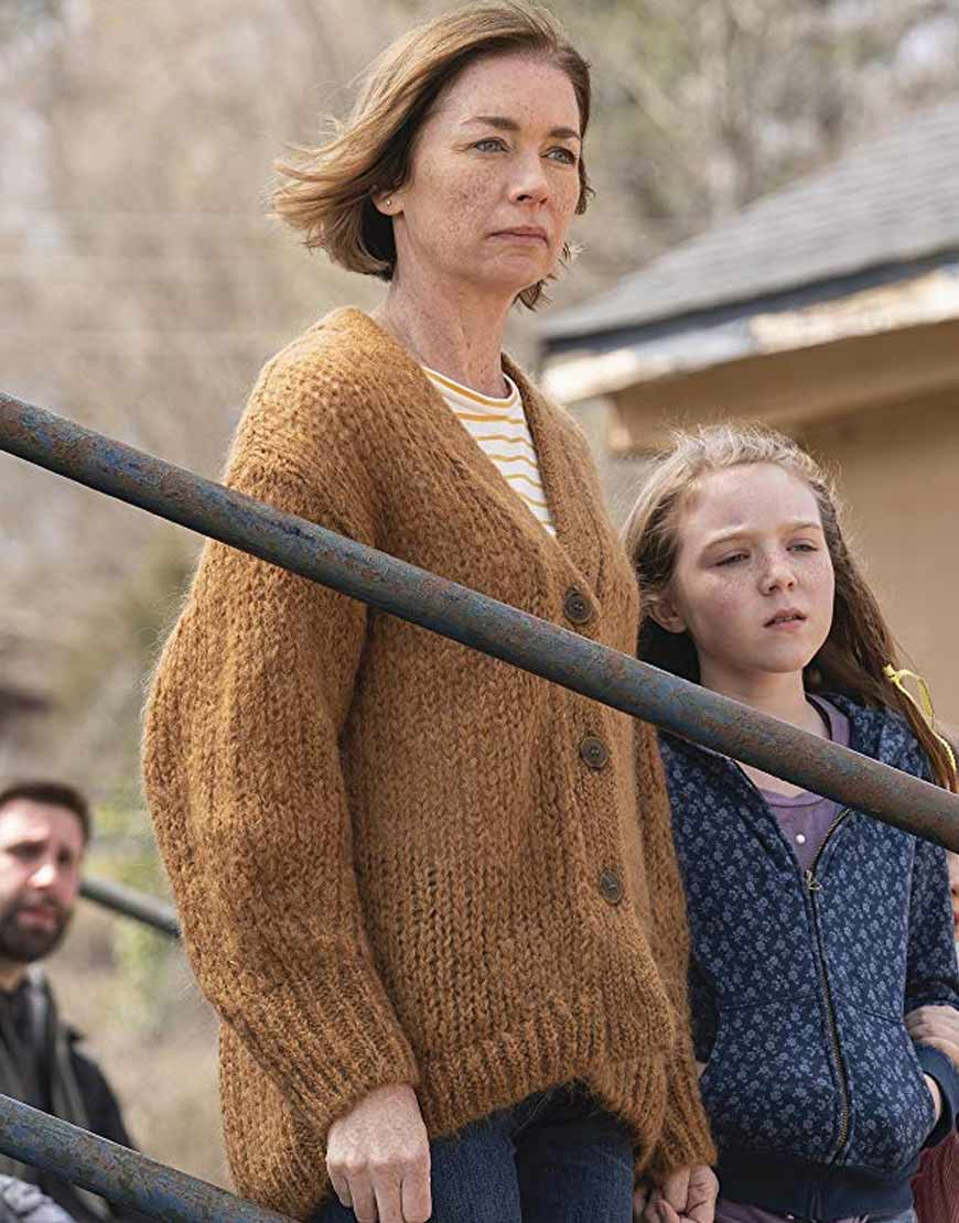 Julianne-Nicholson-The-Ousider-S01-E01-Sweater