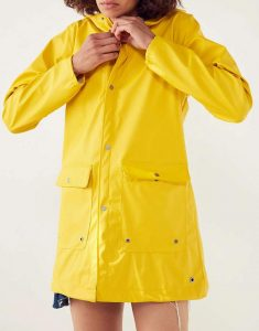 Zoeys-Extraordinary-Playlist-Jane-Levy-RainCoat
