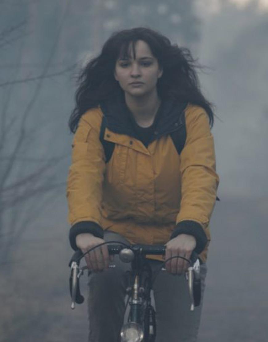 Dark--Adam-Lisa-Vicari-Yellow--jacket