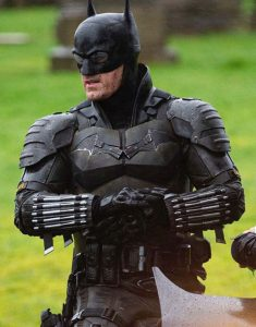 Robert-Pattinson-The-Batman-Black-Suit