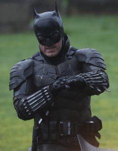 Robert-Pattinson-The-Batman-Suit1