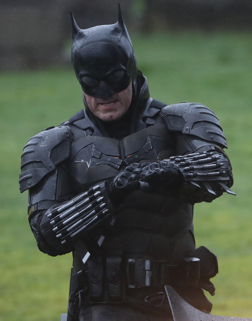 Robert-Pattinson-The-Batman-Suit1