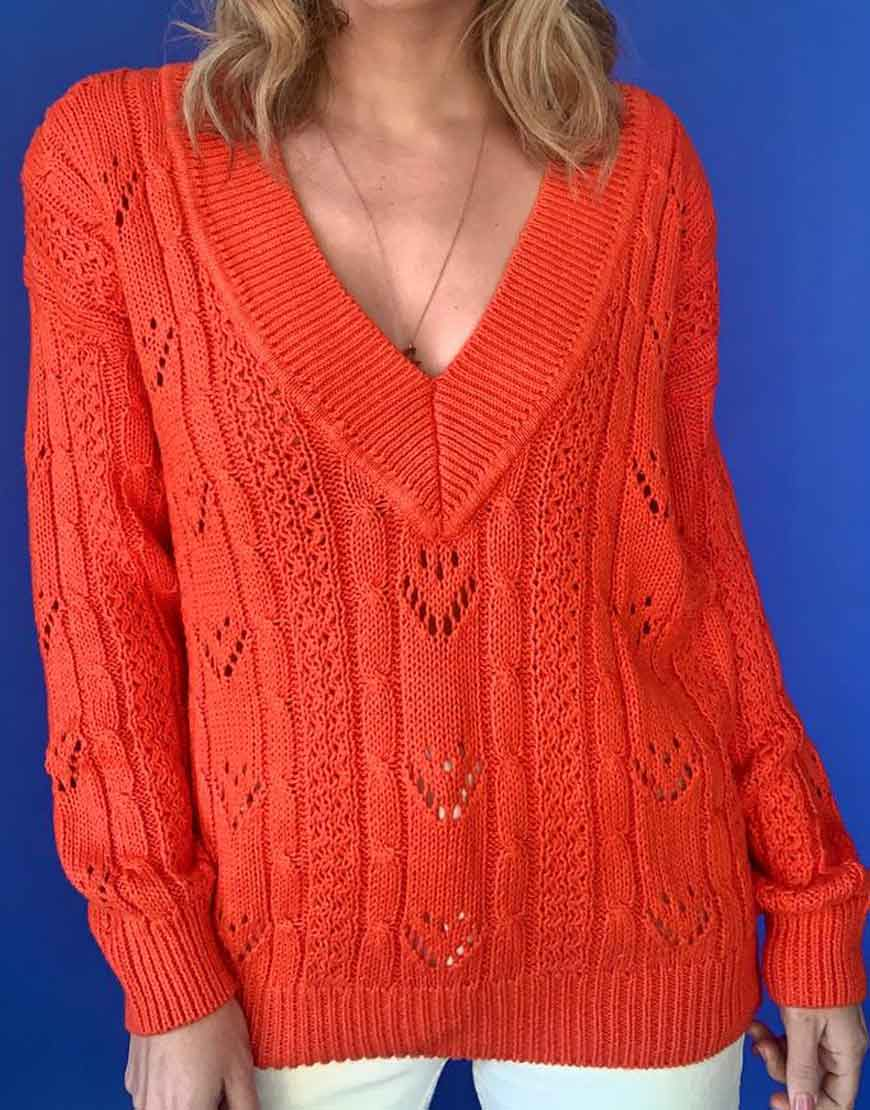 The-Kissing-Booth-2-Joey-King-sweater