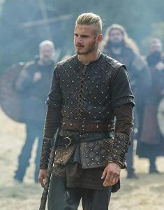 Vikings-S03-Ep08-Bjorn-Lothbrok-Vest