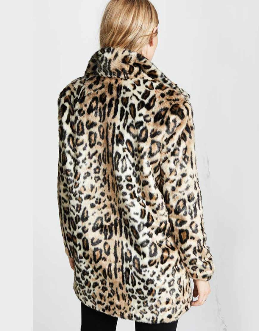 Yellowstone-S02-Kelly-Reilly-Cheetah-Print-Coat
