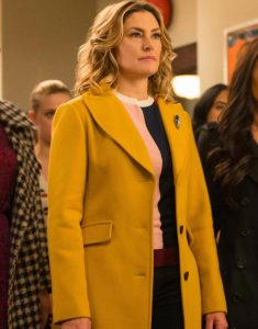 Betty-Cooper-Riverdale-S04-Lili-Reinhart-Trench-Coat