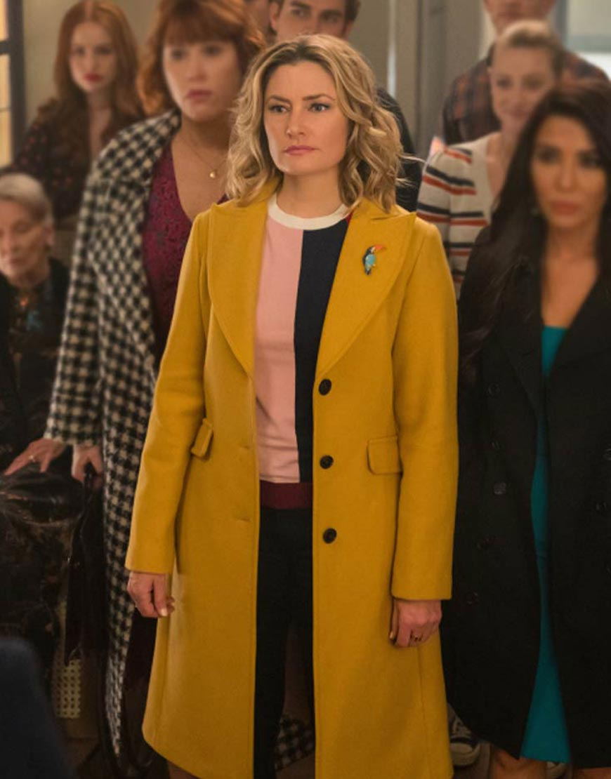 Riverdale-S04-Lili-Reinhart-Trench-Coat