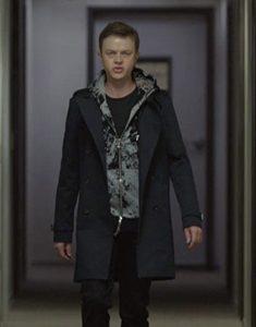 The-Starnger-Quibi--Carl-E.-Coat