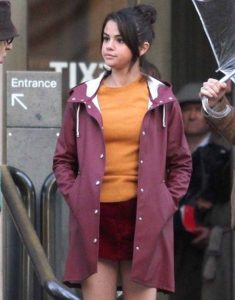 A-Rainy-Day-In-Newyork-Selena-Gomez-Plum-Coat