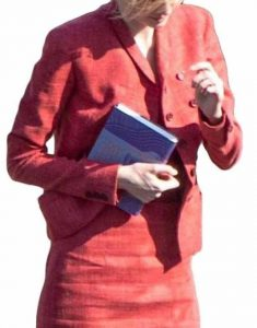 Tenet-Elizabeth-Debicki-Kat-Red-Blazer