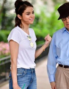 A-Rainy-day-In-New-York-Selena-Gomez-White-Shirt