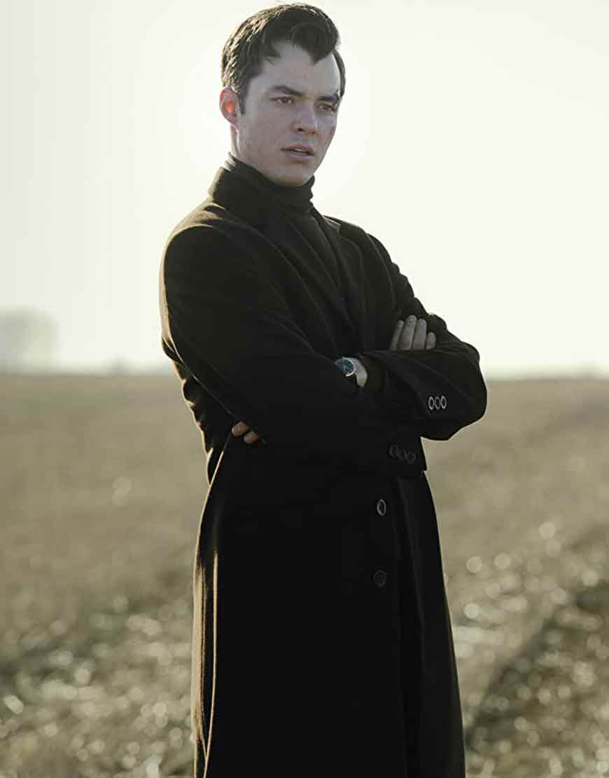 Alfred-Pennyworth-Jack-Bannon-Black-Coat