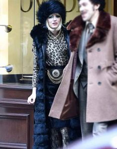 Cruella-2021-Cruella-Deville-Emma-Stone-Black-Fluffy-Sleeveless-Coat