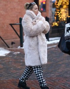 Kate-Hudson-White-Fur-Coat