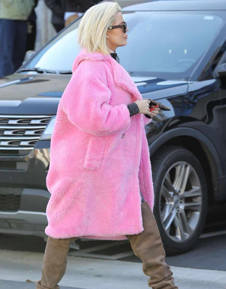 Keeping-Up-With-The-Kardashians-Khloe-Pink-Fur-Coat
