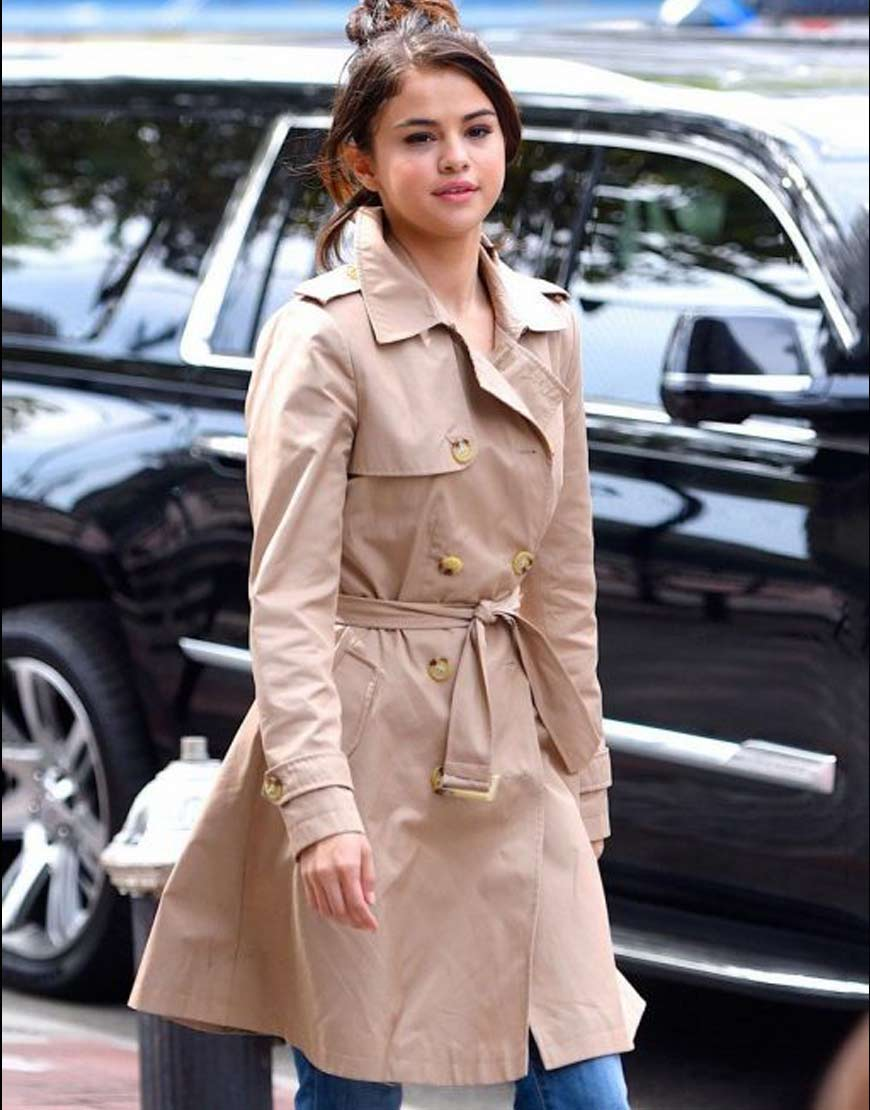 Selena-Gomez-A-Rainy-Day-In-New-York-Cotton-Coat