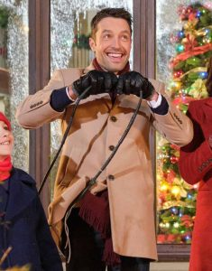 Christmas-With-The-Darlings-Carlo-Marks-Coat