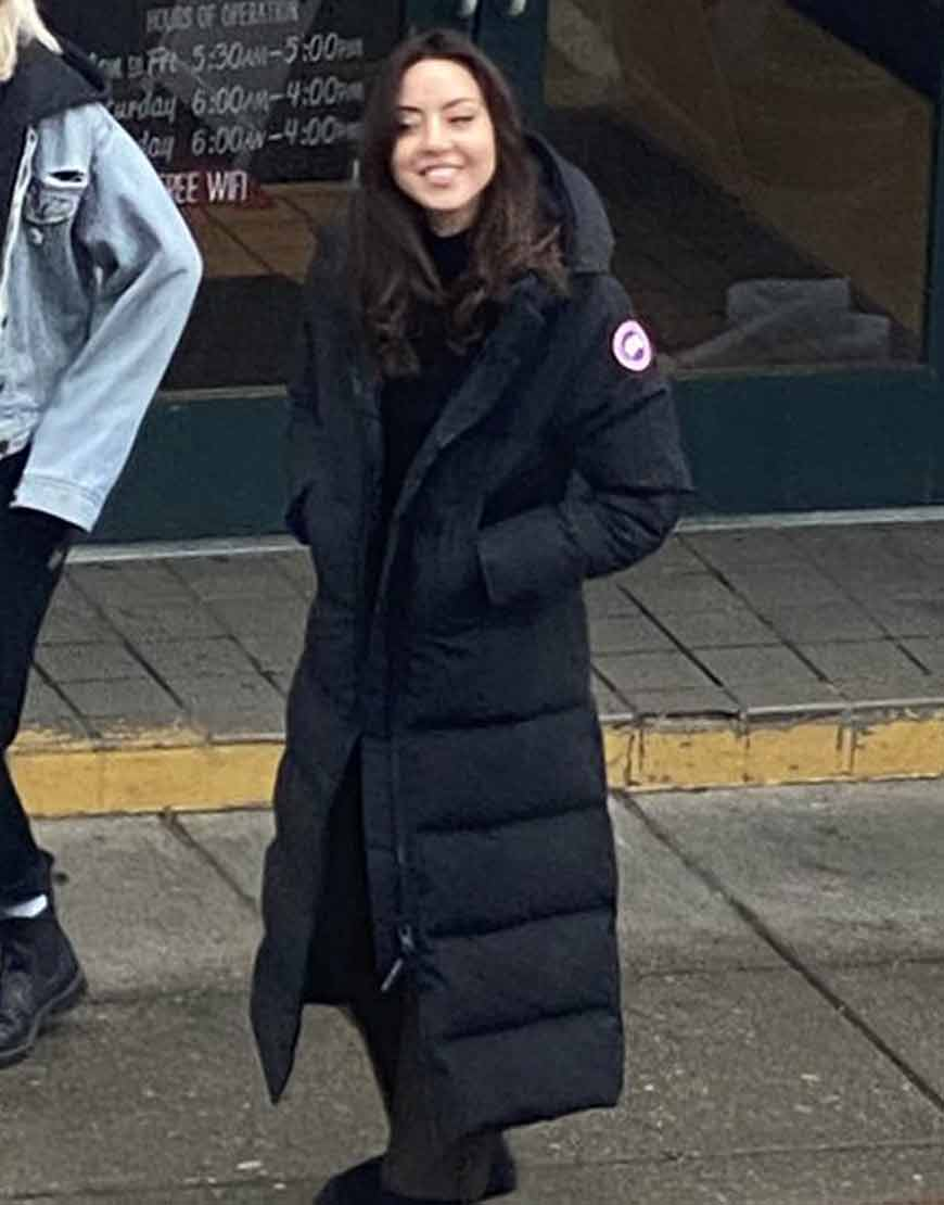 Happiest-Season-Aubrey-Plaza-Puffer-Coat