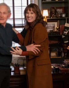 Mackenzie-Davis-Happiest-Season-Brown-Coat