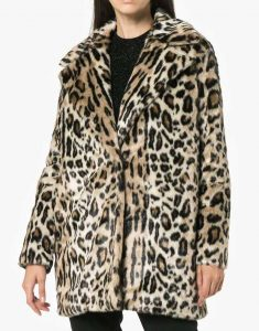 Molly-Bernard-Younger-S06-Lauren-Heller-Cheetah-Print-Coat