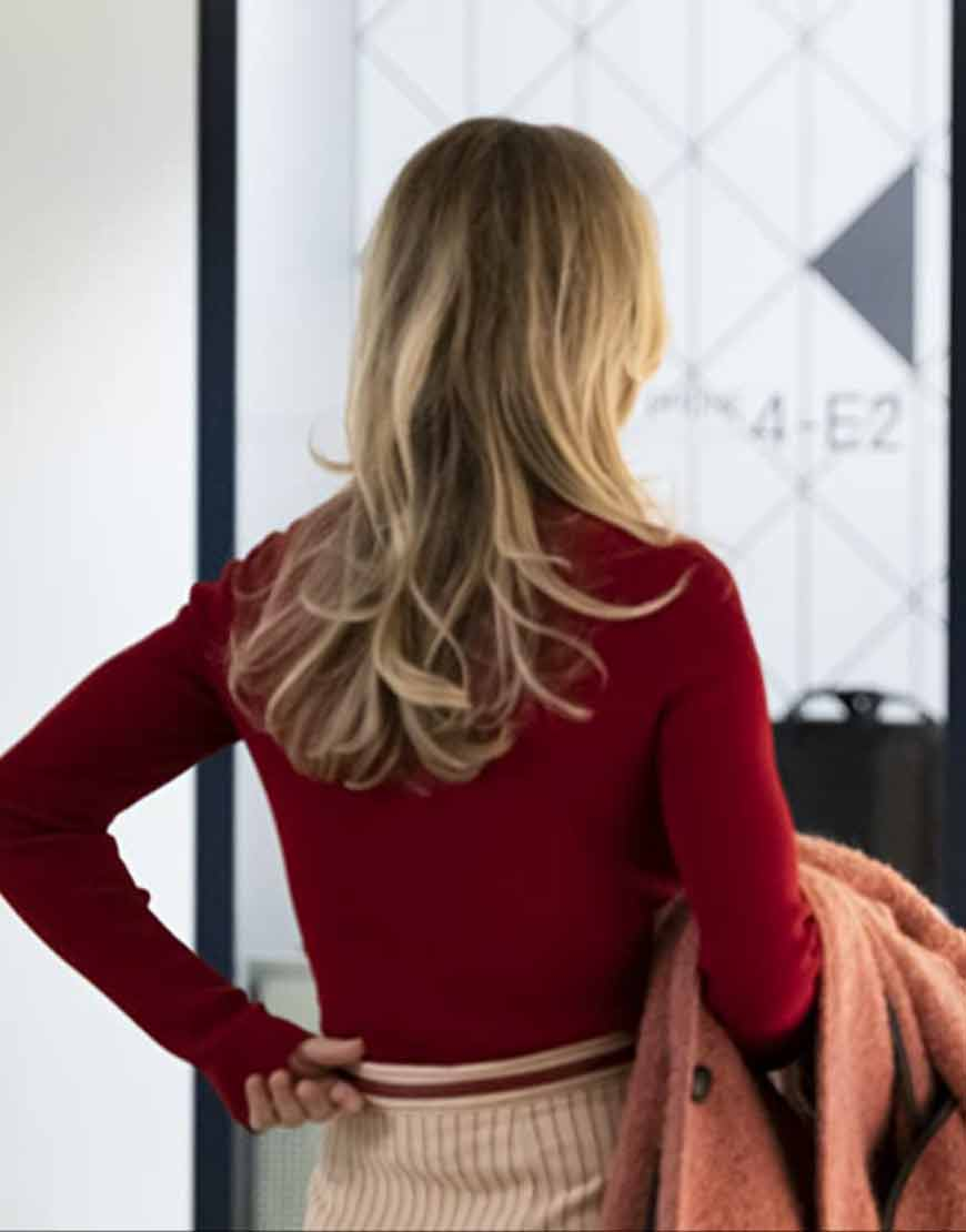 The-Flight-Attendant-Kaley-Cuoco-sweater