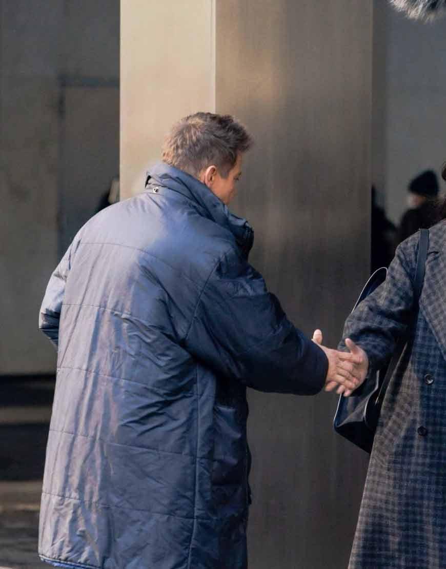 Hawkeye-2021-Jeremy-Renner-Blue-Puffer-Coat