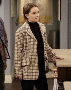 Last-Man-Standing-Kaitlyn-Dever-Houndstooth-Coat