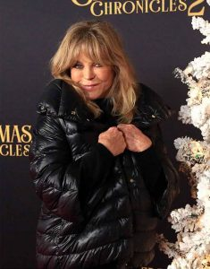 Mrs-Claus-The-Christmas-Chronicles-2-Black-Jacket