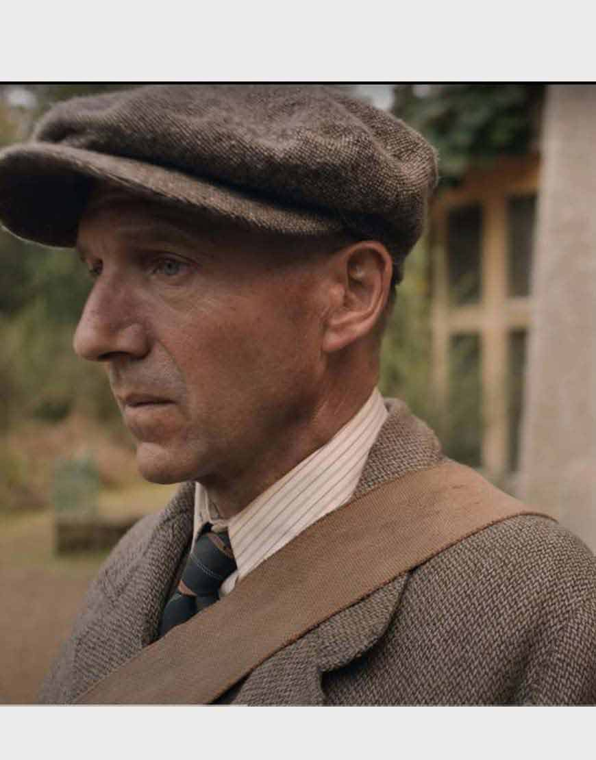 Ralph-Fiennes-The-Dig-Grey-Coat