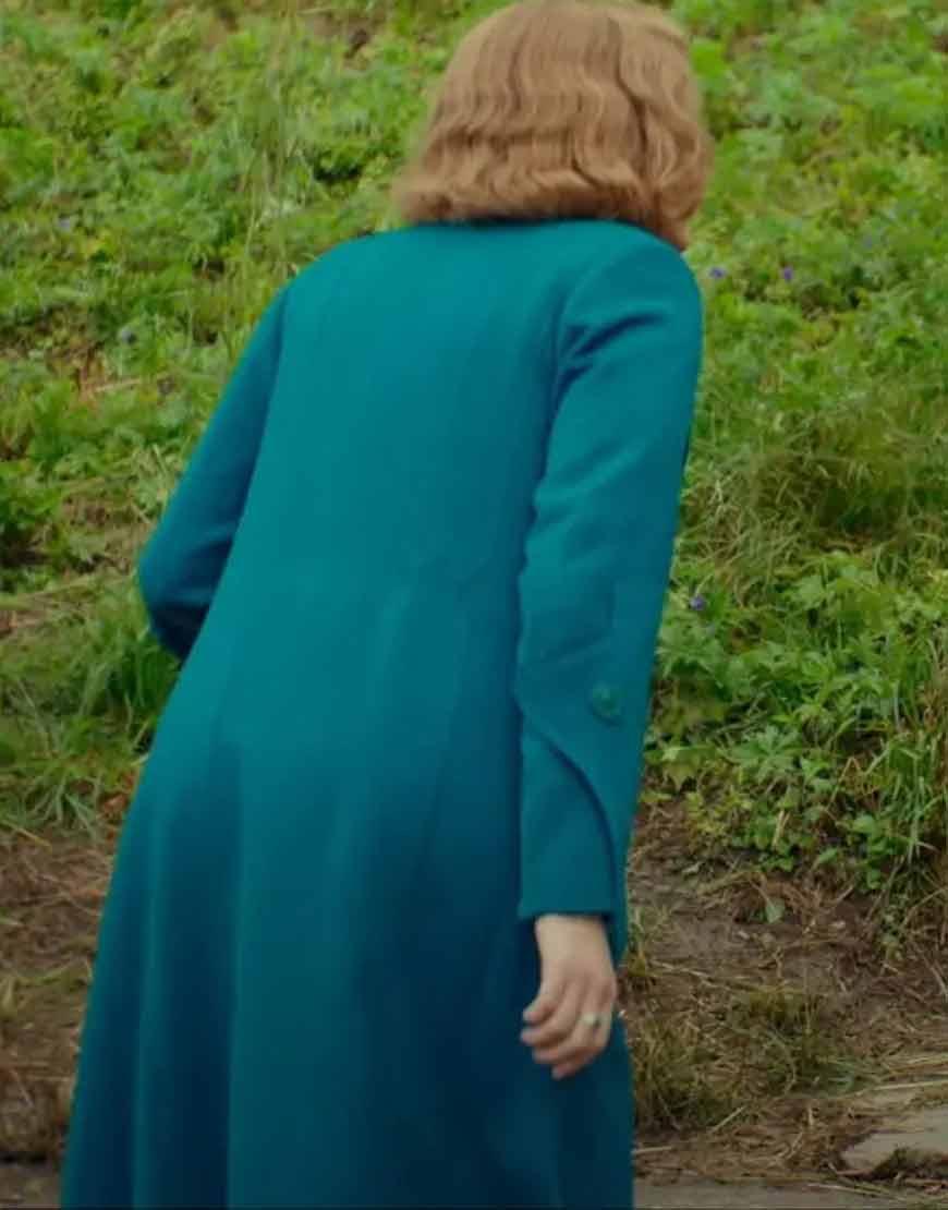 Scarlett-Johansson-Jojo-Rabbit-Rosie-Blue-Coat
