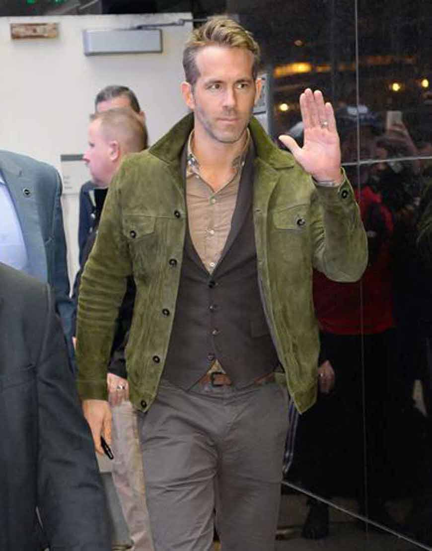 Red-Notice-2021-Ryan-Reynolds-Green-Jacket