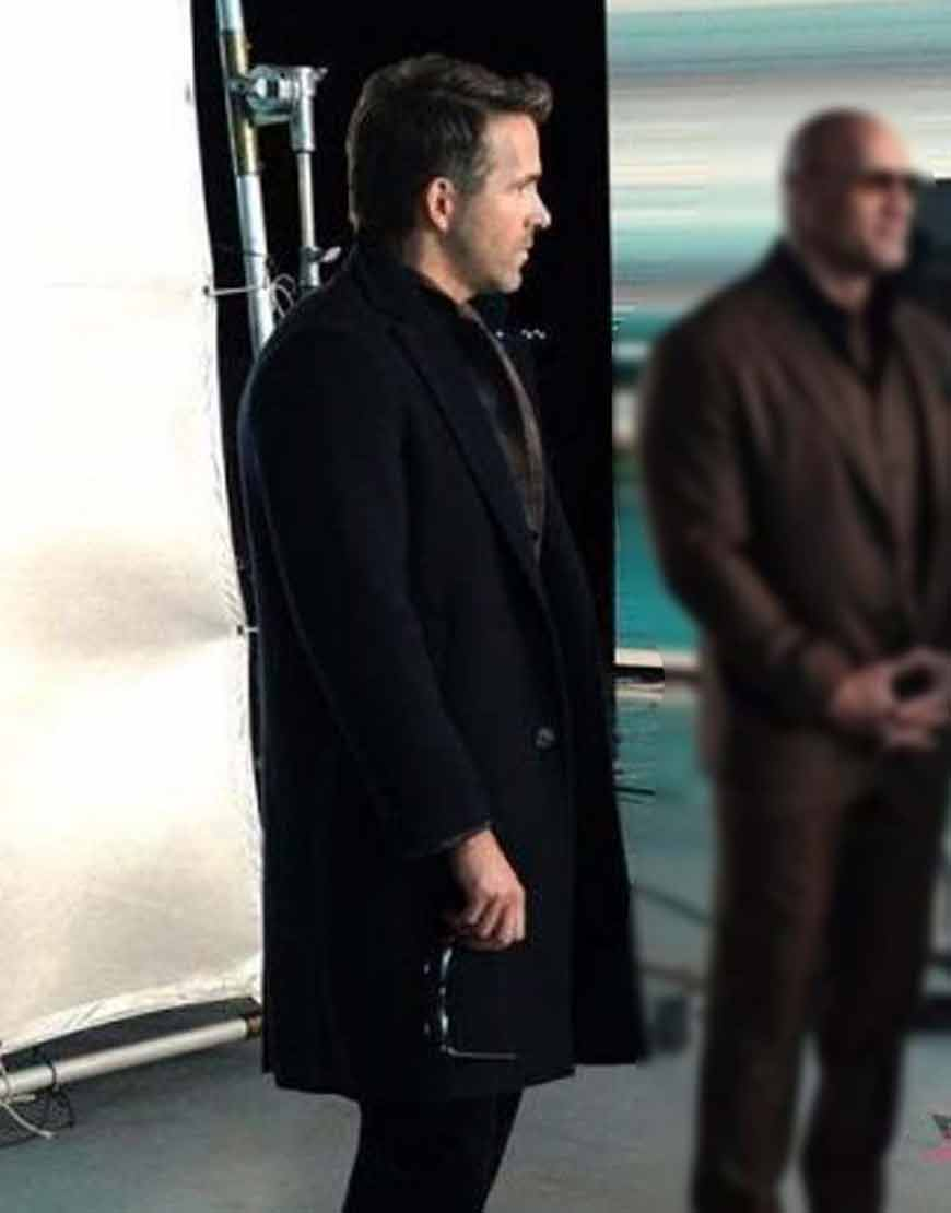 Red-Notice-Ryan-Reynolds-Black-Coat