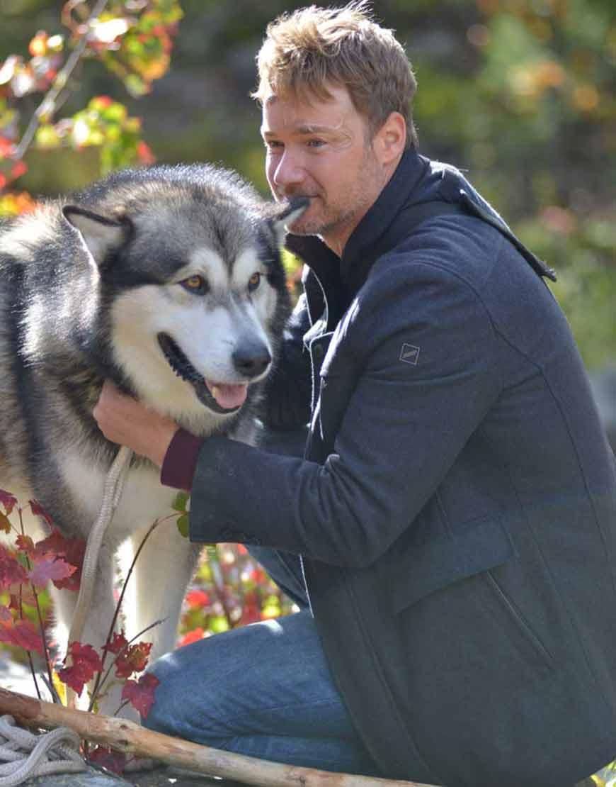 Hero-Dog-The-Journey-Home-2021-Royce-Davis-Black-Jacket