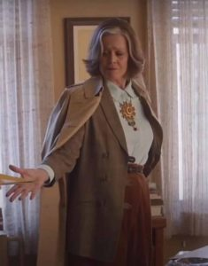 My-Salinger-Year-2021-Sigourney-Weaver-Brown-Coat