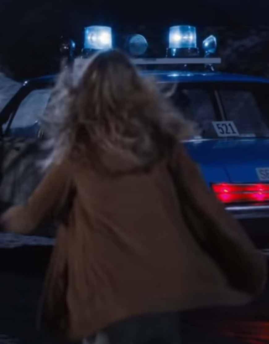 Sarah-Chalke-Firefly-Lane-2021-Brown-Coat