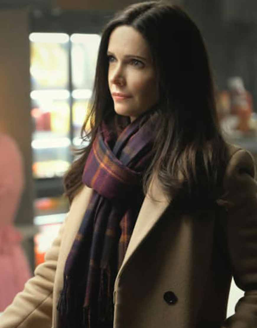 Elizabeth-Tulloch-Superman-and-Lois-2021-Trench-Coat