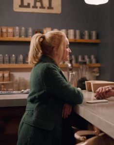 Ginny-&-Georgia-2021-Brianne-Howey-Green-Coat