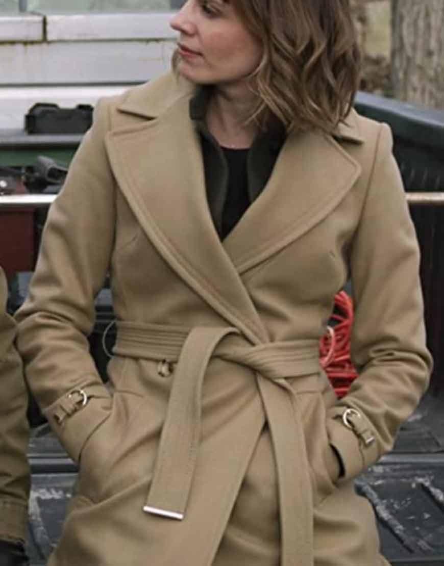 Evil-S02-Katja-Herbers-Beige-Coat