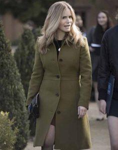 Atypical-S04-Jennifer-Jason-Leigh-Coat