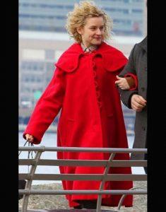 Maddy Modern Love S02 Julia Garner Red Coat