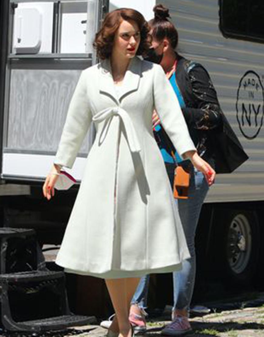 The Marvelous Mrs. Maisel S04 Rachel Brosnahan White Coat