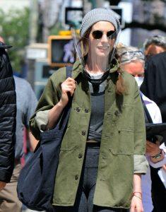 TV-Series WeCrashed 2021 Anne Hathaway Green Coat